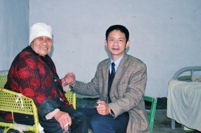 平舆一法警义务照顾孤寡老人28年 双方无亲无故