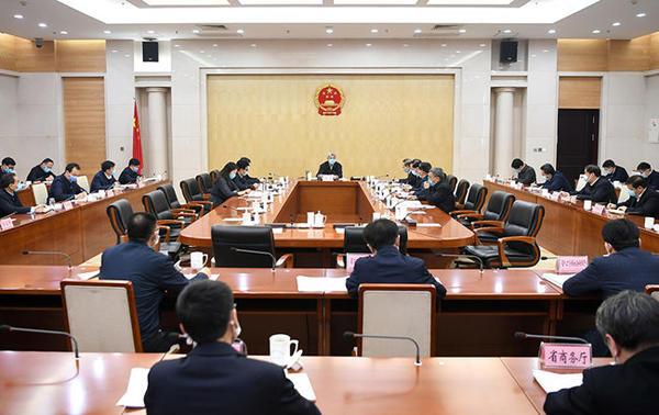 尹弘主持召开省政府常务会议 研究支持中小微企业平稳健康发展举措
