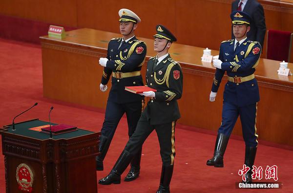 十三届全国人大一次会议宪法宣誓仪式举行