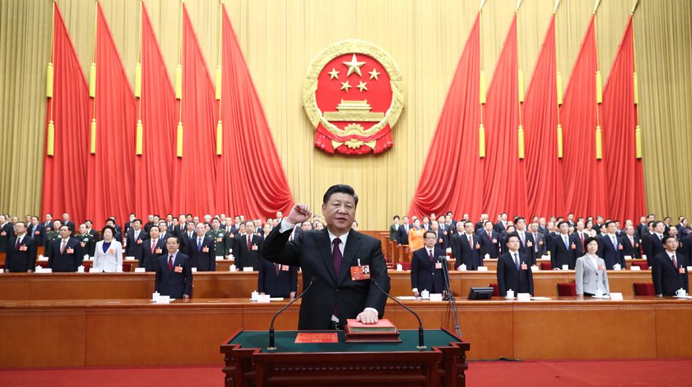 习近平当选国家主席 进行宪法宣誓