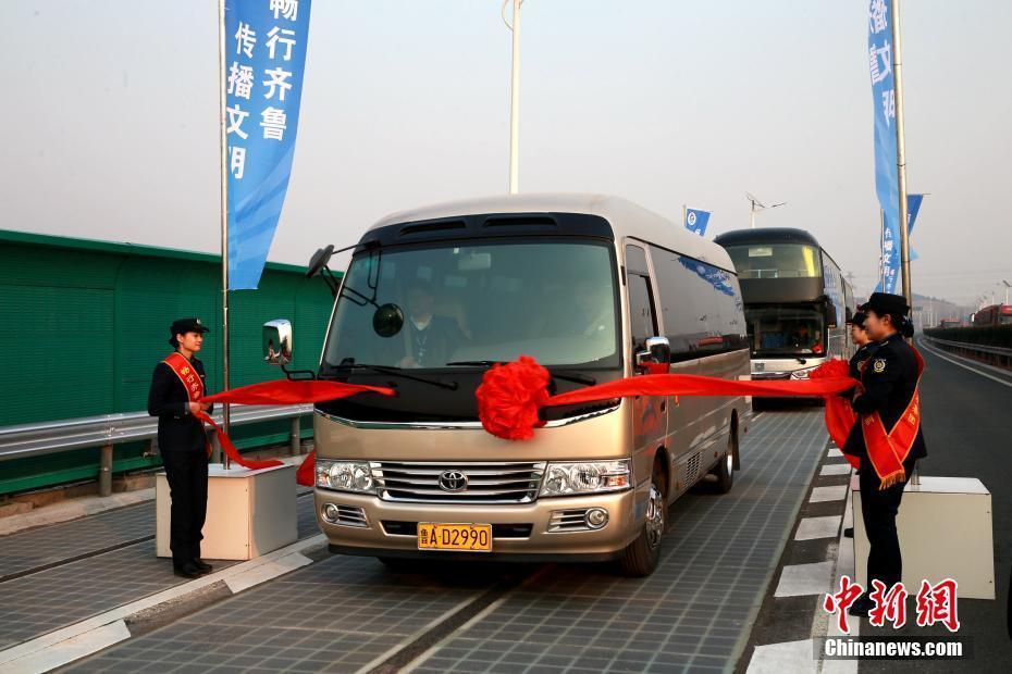 小车结构�_全球首段承载式光伏高速公路在济南通车-大河网