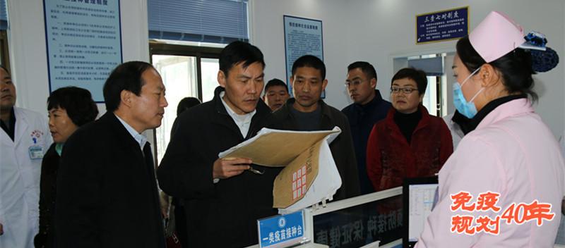 河南省疾控中心主任郝宝林在周口沈丘接种门诊调研预防接种工作