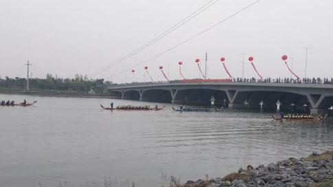 赛龙舟吃粽子 郑东新区龙湖畔趣玩端午