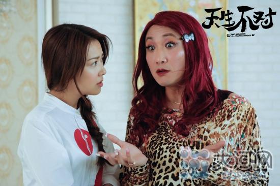 郑中基豹纹红发扮千嬅搞笑十足