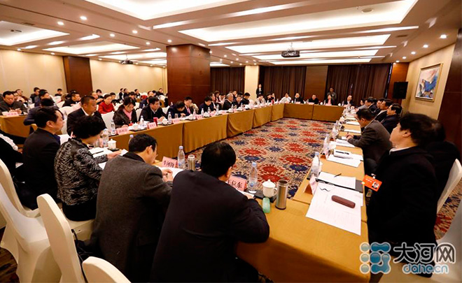 委员分组讨论河南省政协常委会工作报告