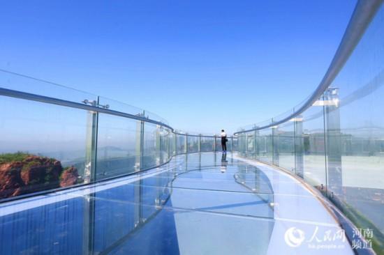 Henan To Open World S Longest Horseshoe Shaped Glass Skywalk