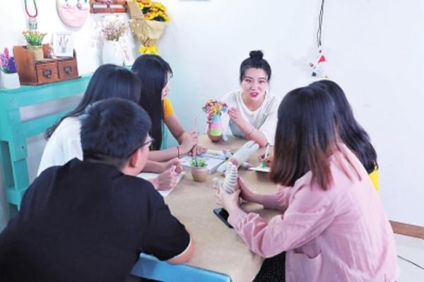 变废为宝月入10万 90后女孩教人改旧物、建团队做