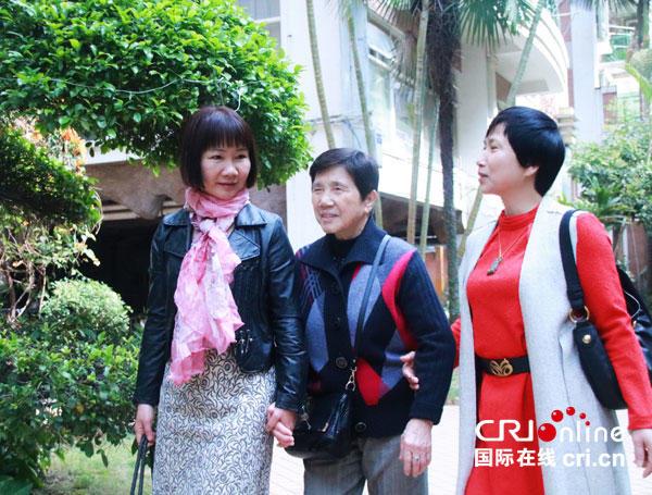 澳门银河游艺娱乐场:【牵妈妈的手】三姐妹的幸福陪伴