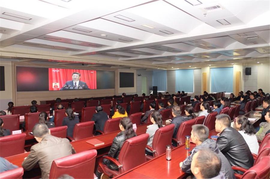 河南省人民防空办公室组织干群观看十九大开幕会_副本