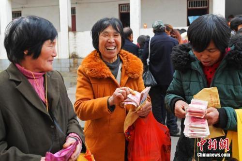 皇家彩票网投信誉平台:农民工注意,你的社保将迎来两个重大利好!
