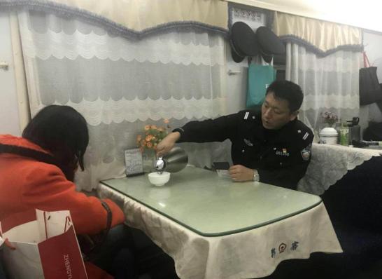 16岁少女千里约会男网友 列车上被郑州铁警拦下