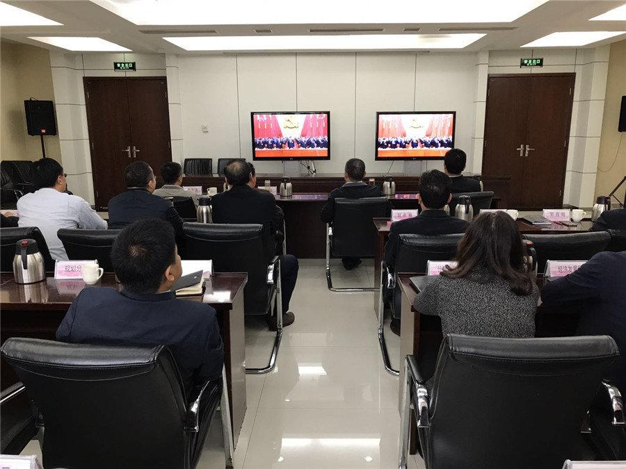 郑州市郑东新区管委会组织集中观看开幕会_副本