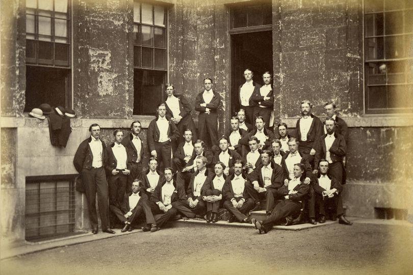 揭秘牛津大学最神秘社团 会员掌握英国政经大权