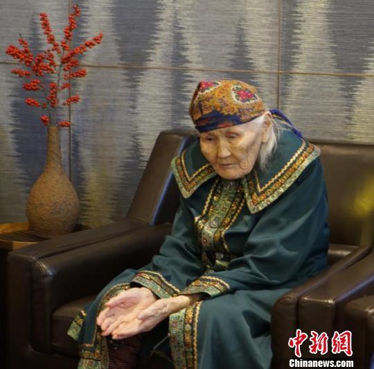 """金沙线上娱乐官网18:""""中国最后狩猎部落""""97岁女酋长:使鹿部落文化需被保护"""