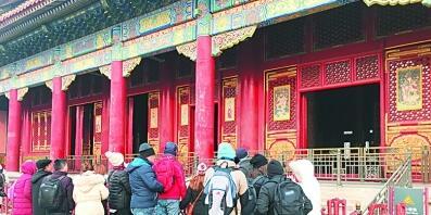 紫禁城里年味浓 故宫博物院实景展出春联年画