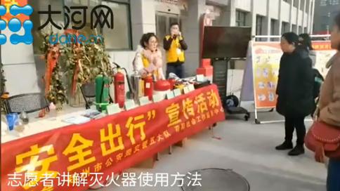 郑州社区居民举行宪法集中宣誓仪式 争做新时代好公民