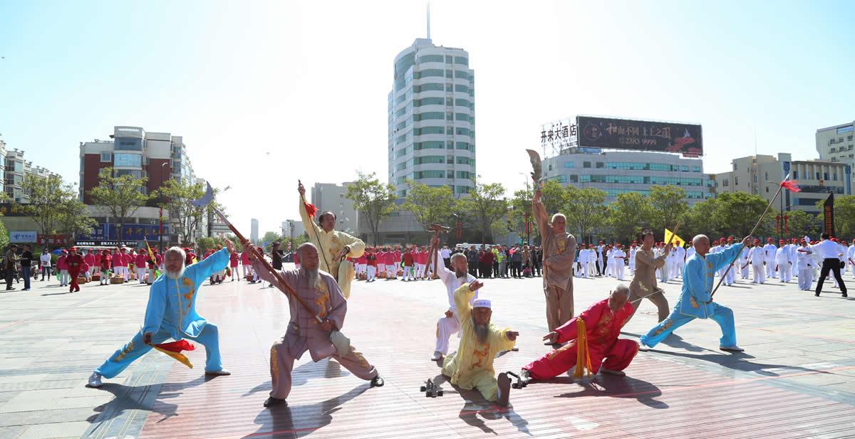2017年健康中国行河南站在开封开展活动