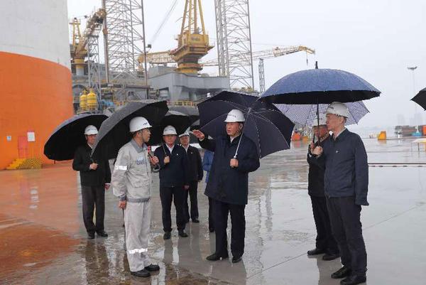 七乐彩票:【独家V观】习近平冒雨考察海洋工程设备制造基地