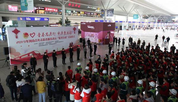 【暖暖春运路】两千多志愿者助力郑州春运 需要帮忙可以找他们