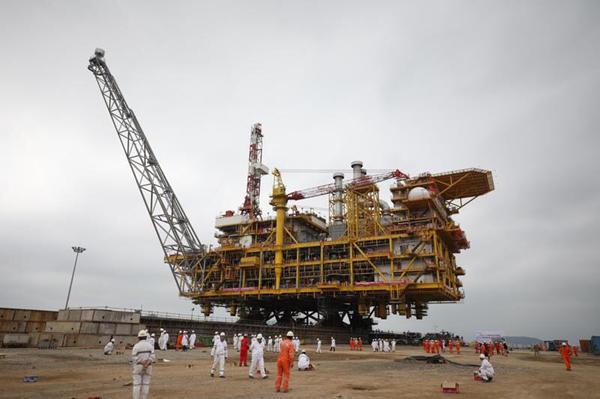 Offshore Oil Rig Ready for Service at S China Sea-Dahe cn