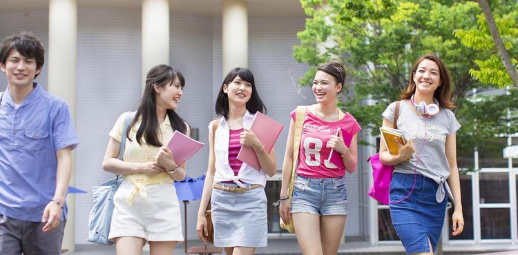 高考结束后 选择出国留学学生逐渐增多