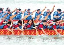 第八届中华轩辕龙舟大赛在郑东新区龙湖开赛