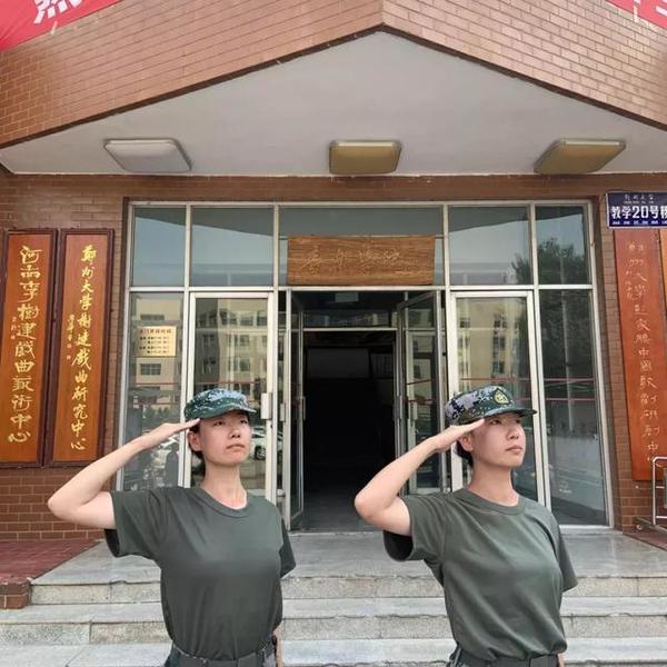 """三对双胞胎入学郑大 上演真人版""""连连看"""""""