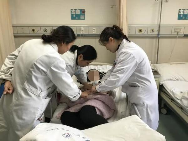 郑州一女子怀孕不足四月,肚子却大得像怀胎十月,连妇产科医师都吓了一跳