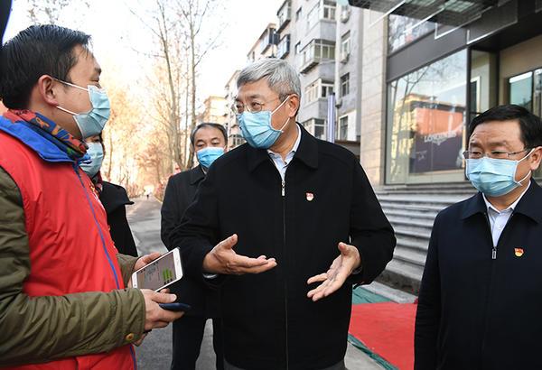 尹弘在郑州检查疫情防控和城市生活服务:群防群控要用好互联网和大数据