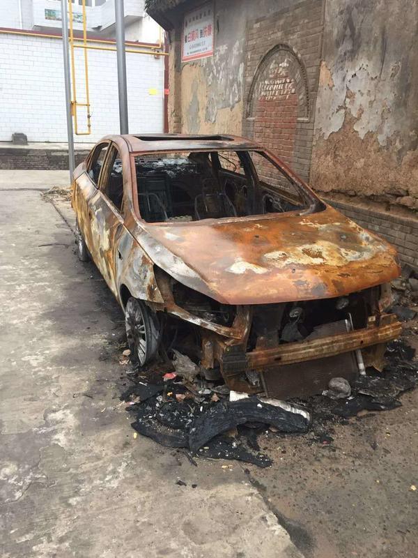 洛陽一村民轎車凌晨被人縱火燒毀,警方立案偵查