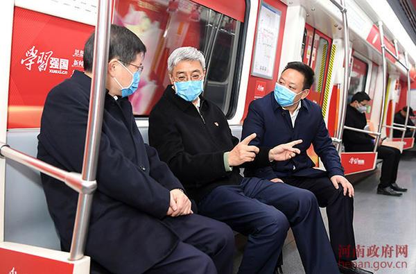 省長尹弘乘坐鄭州地鐵實地察看城市運行