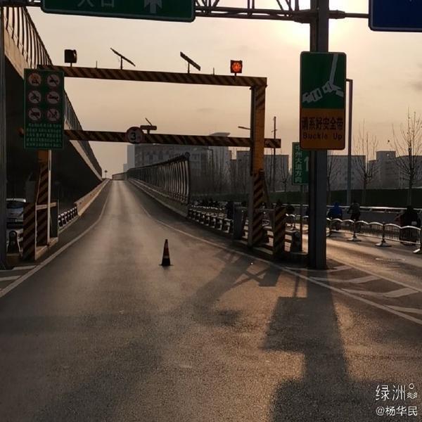 早高峰期間,鄭州農業路高架這幾個上橋口為什么交通管制?交警解釋來了