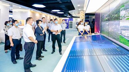 河南省人大常委会副主任赵素萍调研5G产业发展情况