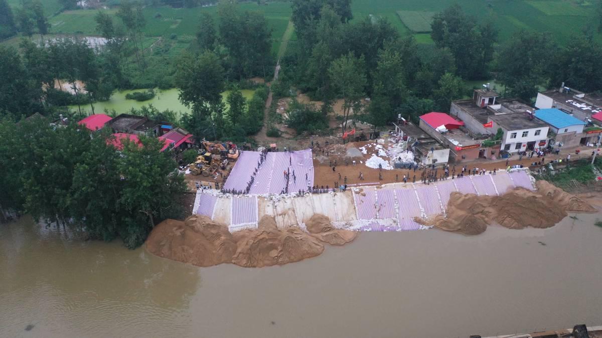 信阳固始:洪水、暴雨即将来临 抢险人员争分夺