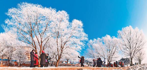 今冬冰雪季将迎游客二亿三千万人次 冰雪旅游收入可观