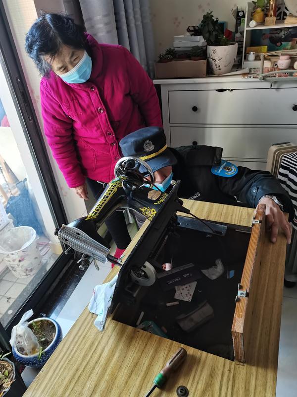 老人的缝纫机坏了,去哪修?