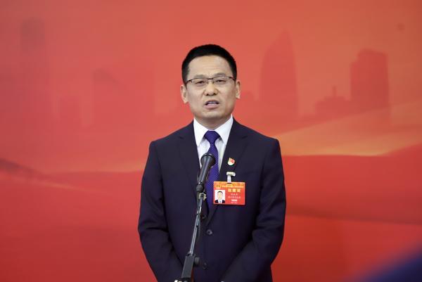省人大代表刘成章:人才是乡村振兴关键 出台更多优惠政策支持大学生返乡创业