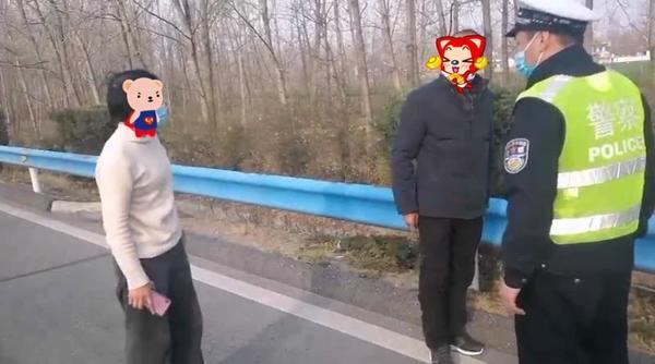 惊险!夫妻吵架厮打,妻子一气之下跑上高速公路欲轻生