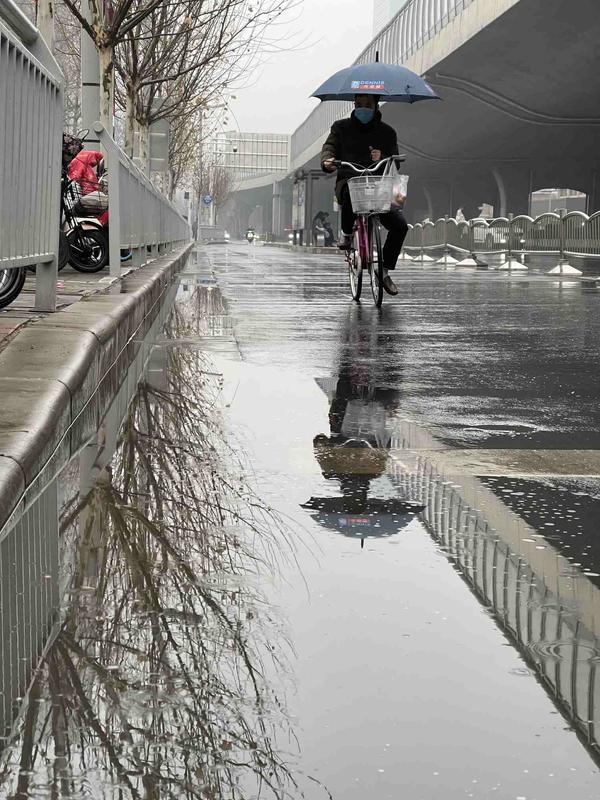 久违的降雨湿润春节的天气 冷空气跟在温暖之后于明夜抵达
