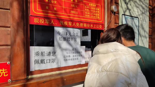 许昌护城河游船春节受热捧