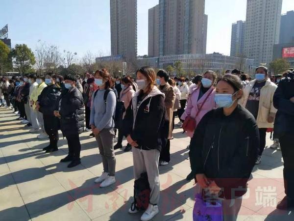 伊川举行仪式欢送650余人到长三角等地返岗务工