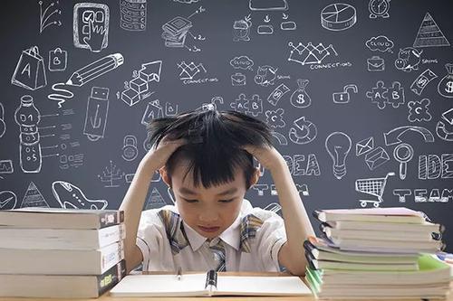 """""""建议全面取消小学生家庭作业"""" ,你咋看..."""